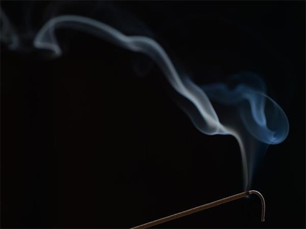如何通过沉香灰烬鉴定沉香线香真假?